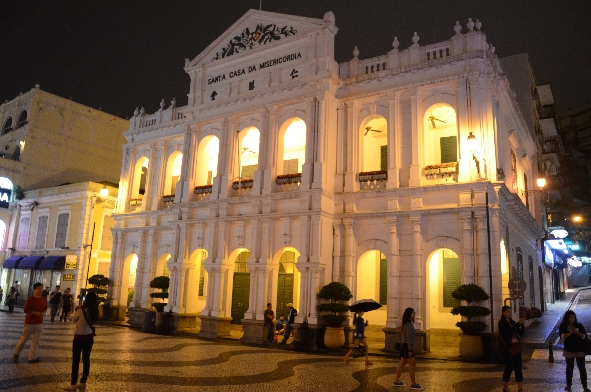 Macao by night 2