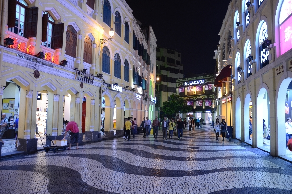 Macao by night 3